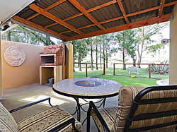 Romantic, comfortable and very well equipped self catering accommodation at Blue Roan Farm in Magaliesburg