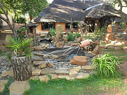 Hornbill Lodge Restaurant in Magaliesburg is a rustic thatch building, that offers a cosy and homely feel.